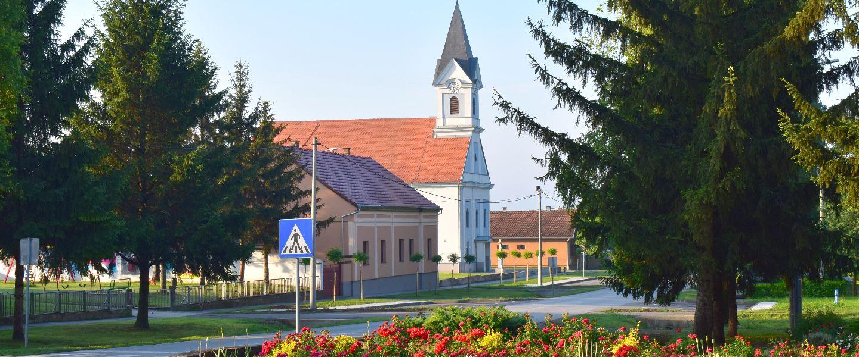Centar Ilače i crkva